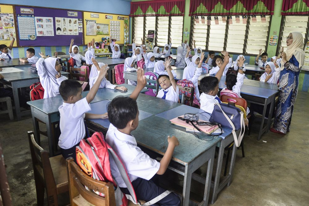 malay primary school students in class